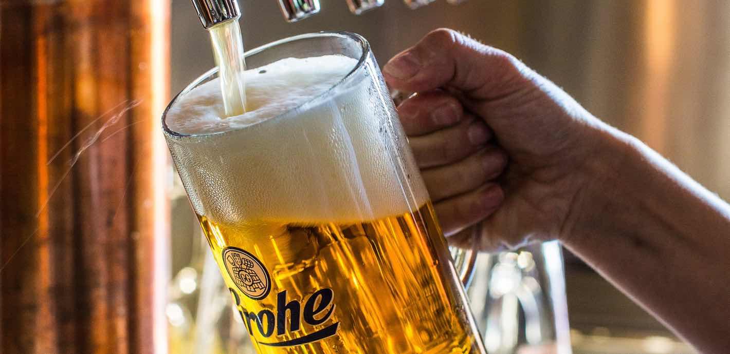 DER GROHE –<br> Ausschank, Biergarten <br> und Alte Scheune